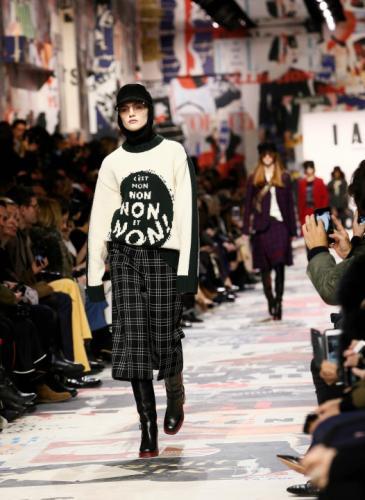 Feminista y revolucionaria: así fue la presentación de Dior en París
