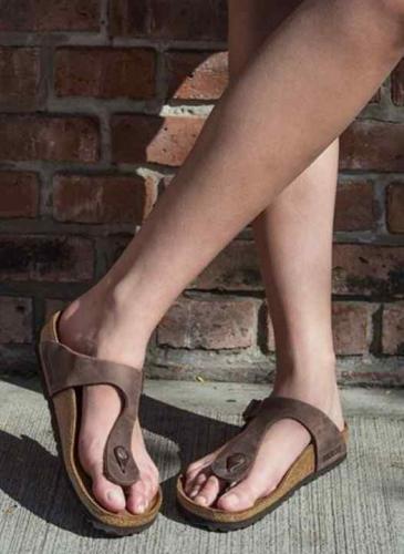 Estas son las ojotas y sandalias que pusieron de moda las famosas