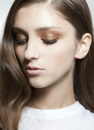 La sombra de ojos que queda bien en todas las pieles ¡y está de moda!