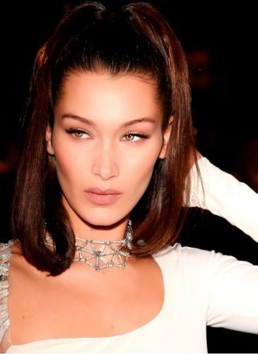 ¡Para copiar! El peinado fácil y retro que está de moda entre las celebrities