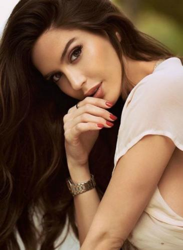 ¡Morocha sensual! Quién es la modelo que enamoró a Maluma
