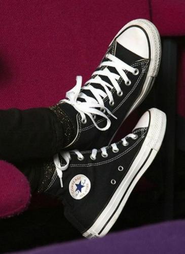 Para qué sirven los agujeros al costado de las zapatillas de lona