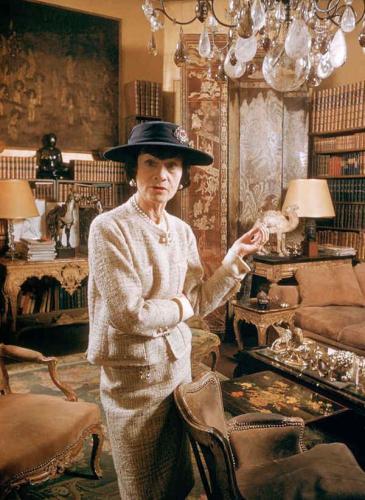 La historia de Coco Chanel: la joven huérfana vinculada al nazismo que revolucionó la moda
