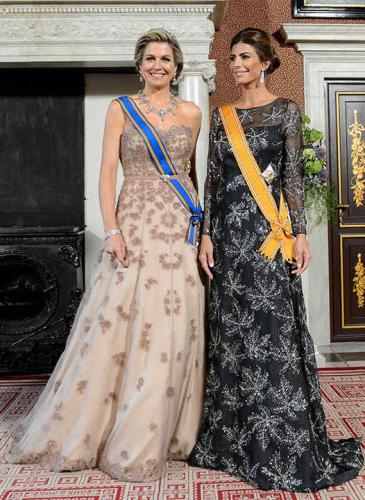 Looks de princesas: Máxima abrió el cofre de joyas reales para recibir a Juliana Awada