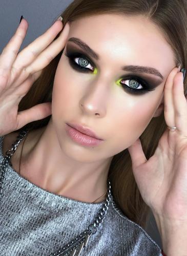 Maquillaje neón: técnicas para lucirlo bien