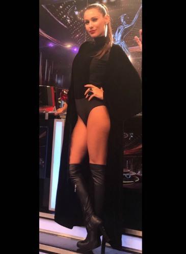 Pampita mató con su look sexy-vanguardista, ¿qué diseñador usó?
