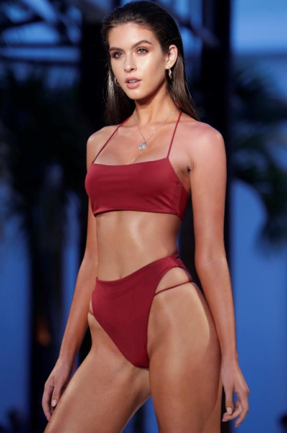 8c226f142fdf No culpes a la moda! Vuelven las bikinis altísimas que se usaban en ...