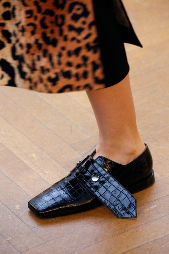 los zapatos m s llamativos de la semana de la moda de. Black Bedroom Furniture Sets. Home Design Ideas