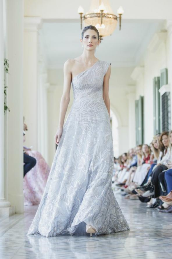 22c8bc4eca Cuánto cuestan los vestidos del diseñador favorito de Juliana Awada ...