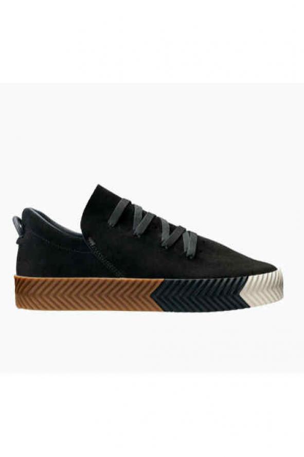 suficiente esconder incluir  Se viene la venta mundial de la colección de Adidas que usa el logo al revés  | MUSA