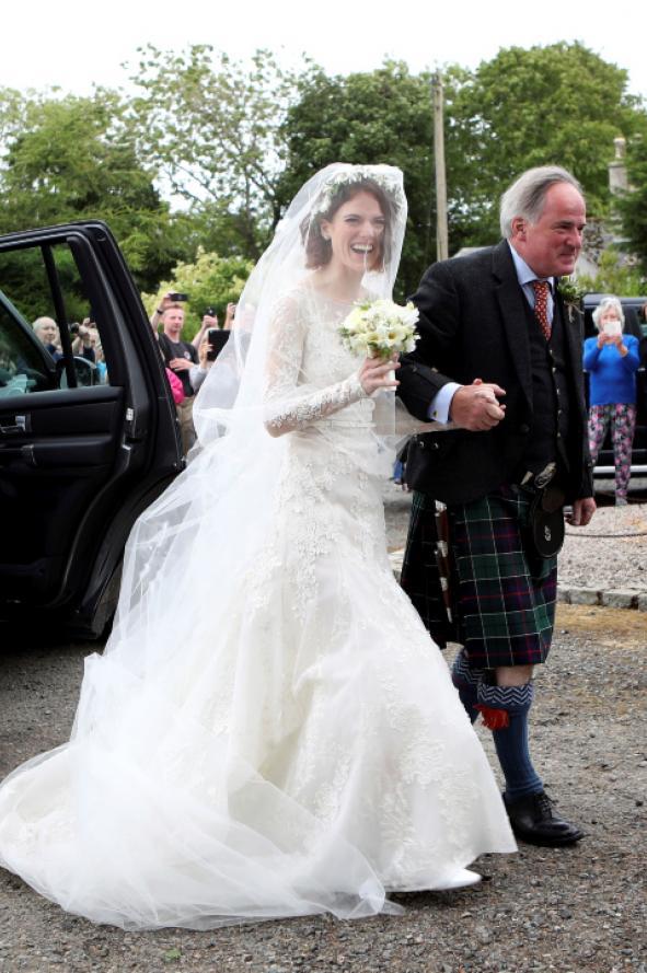 por qué gustó tanto el vestido de novia de rose leslie, actriz de