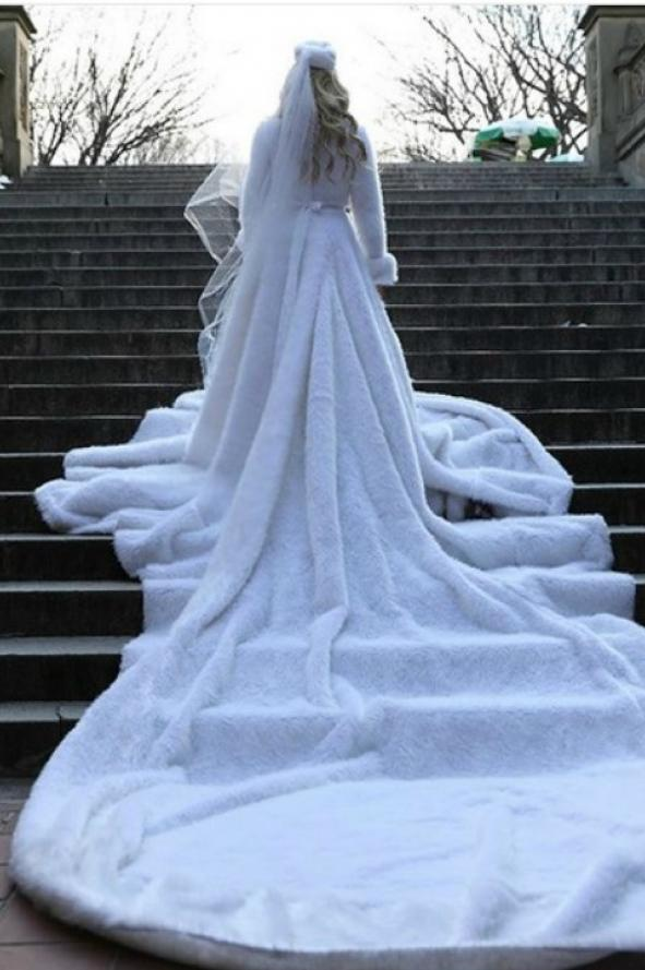 ef1da6c692 A cuánto vende Vicky Xipolitakis su vestido de novia